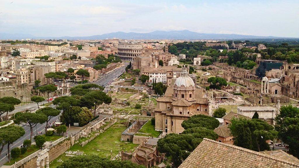 Utsikten fra taket på Il Vittoriano i Roma