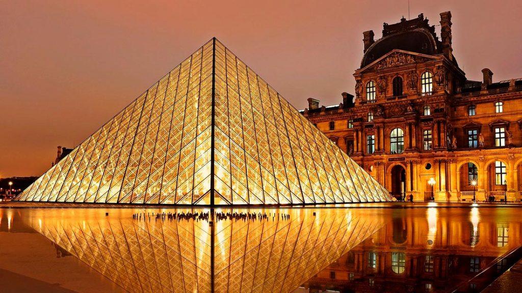 Louvre i Paris