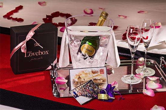 Lovebox og champagne på Montmartre Mon Amoure i Paris