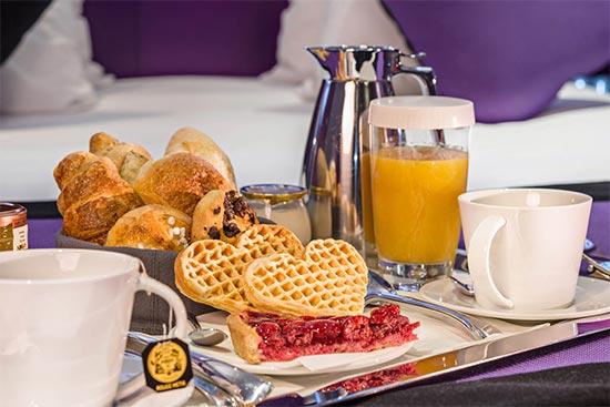 Frokost på senga på Montmartre Mon Amour i Paris