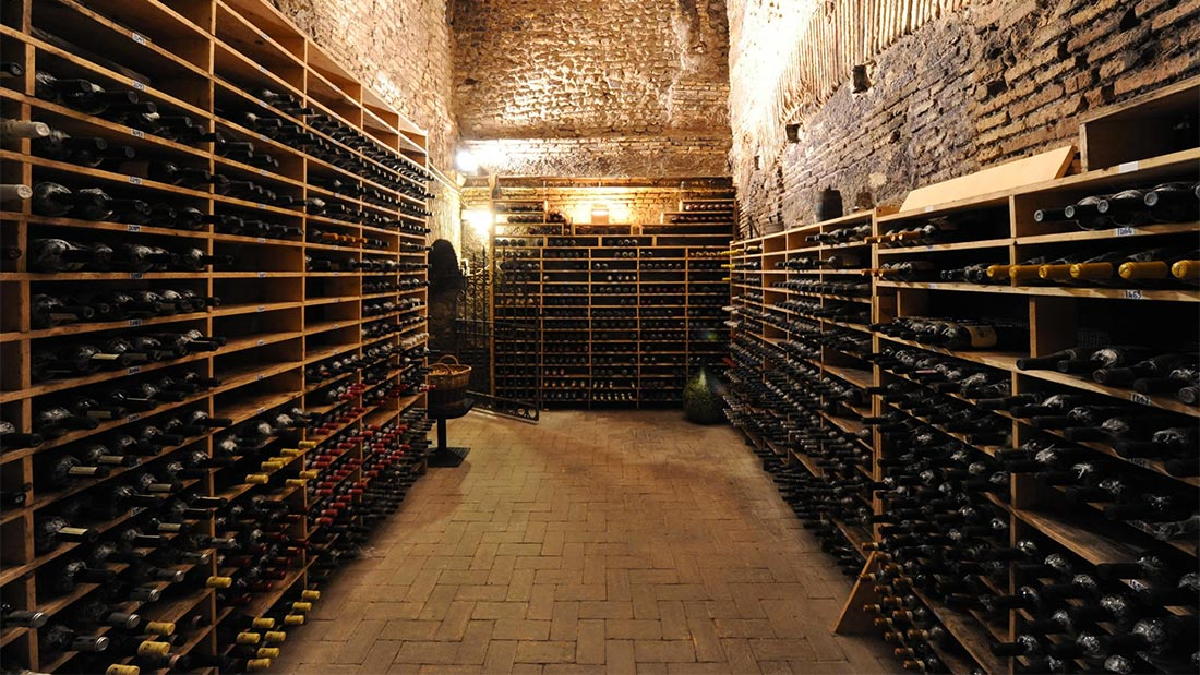 Godt utvalg i vinkjelleren hos Spirito Divino i Trastevere i Roma