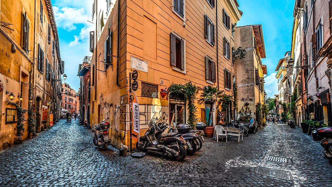 Trastevere med sine brostenslagte trange gater.