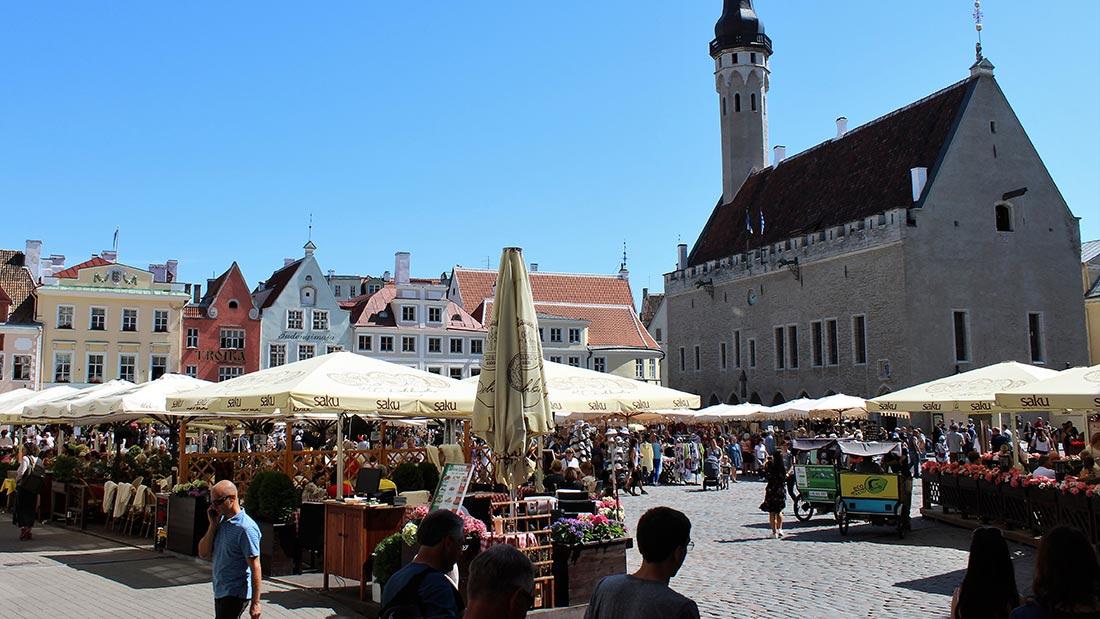 Rådhusplassen i gamlebyen i Tallinn