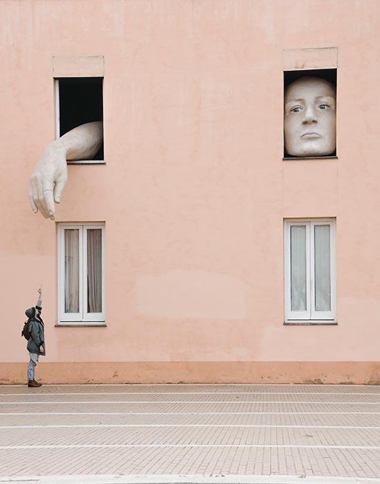 Morsom kunstinstallasjon i Sevilla