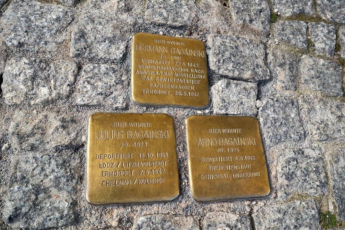 Såkalte snublesteiner i Berlin, til minne om ofrene for nazistene