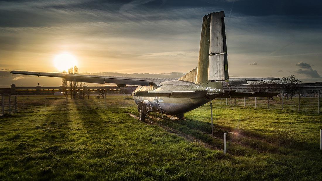 Solnedgang ved Flughafen Tempelhof i Berlin