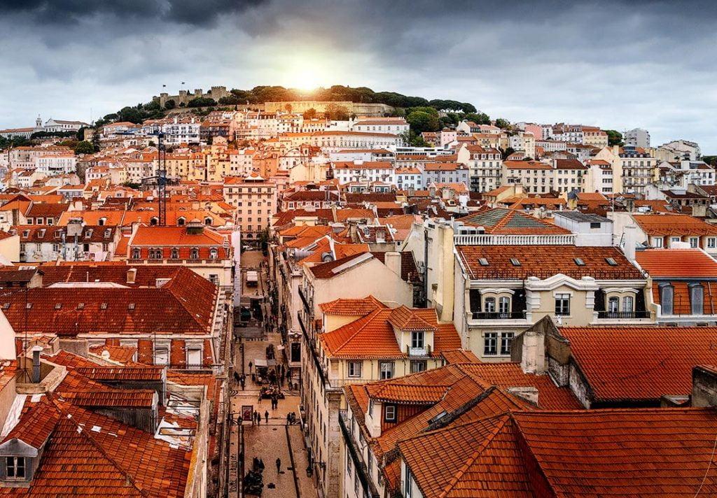 Utsikt fra Elevador de Santa Justa i Lisboa